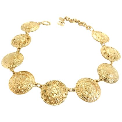 chanel-1980s-vintage-medallion-necklace