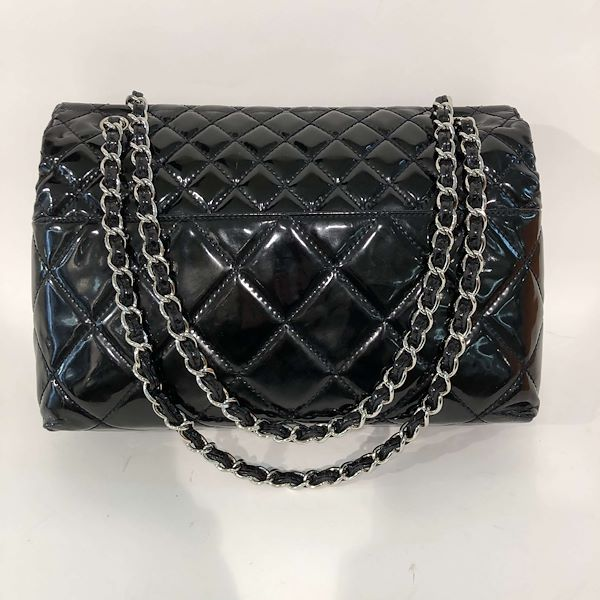 chanel-enamel-shoulder-bag-in-black-patent-leather-with-silver-colored-hardware