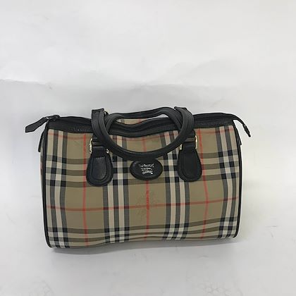 burberry-handbag-in-the-famous-burberry-print-3