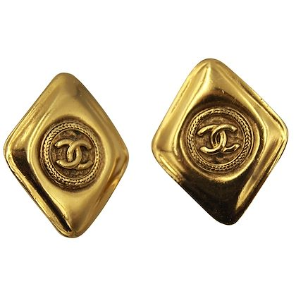 90s-chanel-vintage-earrings-in-gold-plated-metal-2