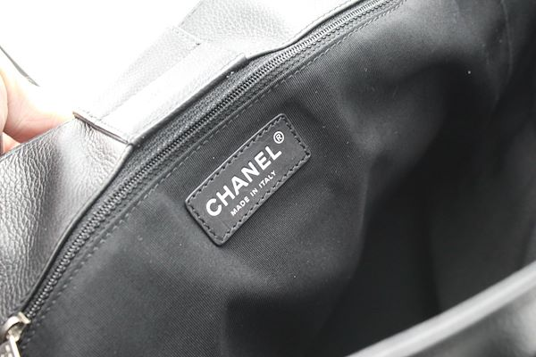 chanel-tote-black-grained-letaher-bag-and-silver-hardware