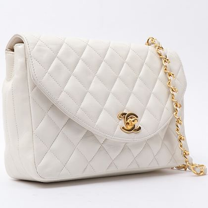 chanel-round-flap-matless-plate-chain-bag-white