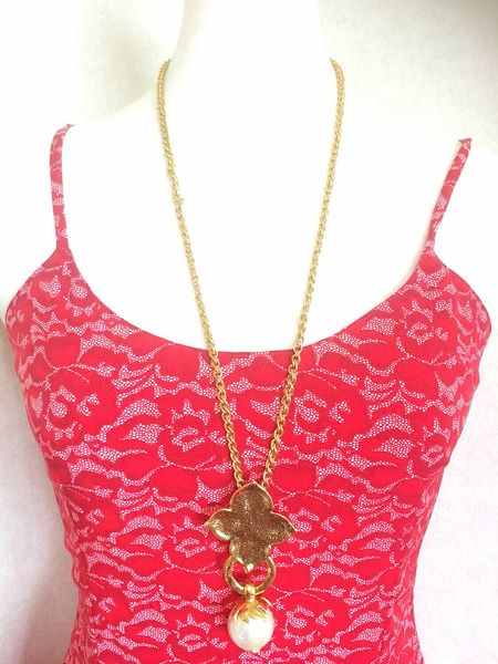 5bdea80bc52 MINT. Vintage Yves Saint Laurent golden chain long statement ...