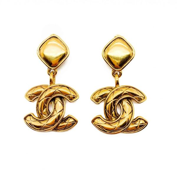 vintage-chanel-double-c-logo-earrings-gold-matelesse-1980s