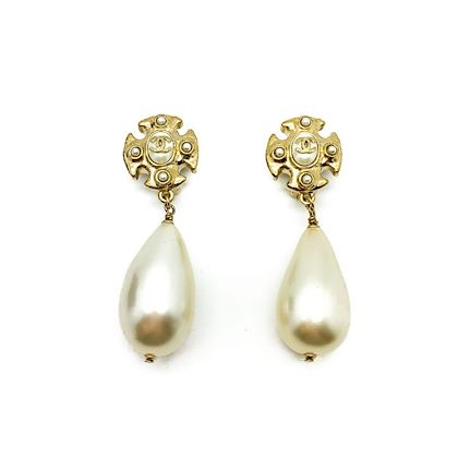 vintage-chanel-logo-earrings-pearl-bomb-and-gold-2008