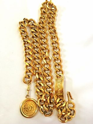 vintage-chanel-golden-thick-chain-belt-with-a-golden-cc-charm-and-logo-plate-classic-belt