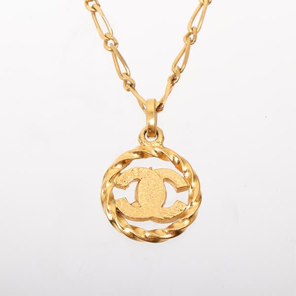 chanel-round-rhinestone-cc-mark-cutout-necklace