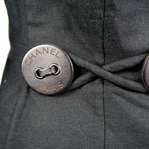 chanel-rare-blazer-with-xxl-buttons-2002-black-jacket-coat-02a-36-us-4-pre-owned-used