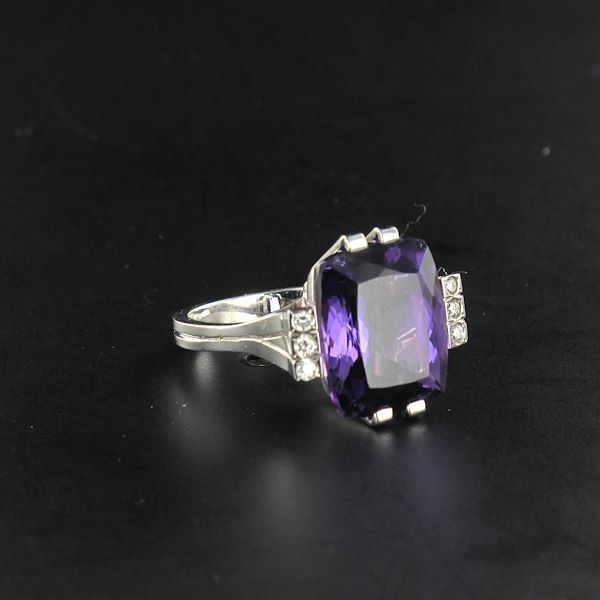 french-art-deco-style-10-carat-amethyst-diamond-gold-ring