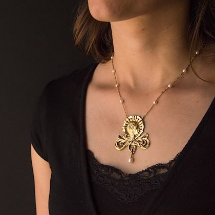 french-art-nouveau-pearl-gold-necklace-featuring-a-womans-head