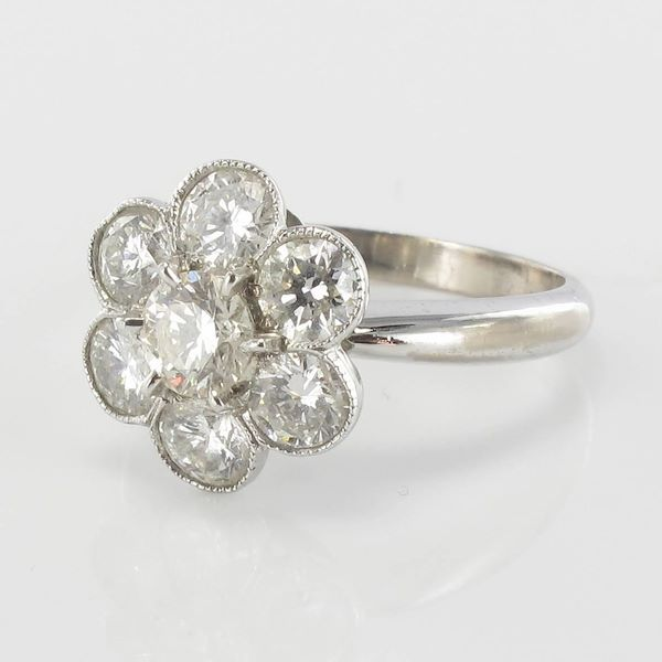 contemporary-diamond-gold-cluster-ring