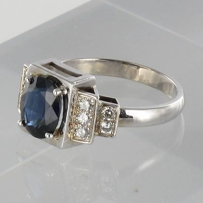 contemporary-sapphire-diamond-gold-ring