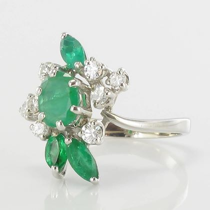 french-1970s-emerald-diamond-18-carat-white-gold-ring