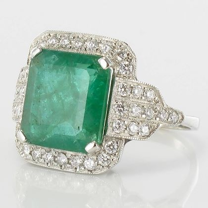 baume-465-carat-emerald-diamond-gold-ring