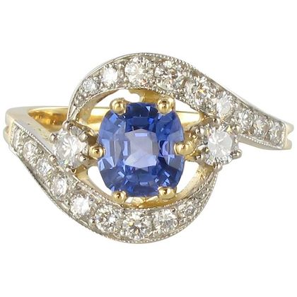 french-platinium-gold-cushion-cut-sapphire-diamonds-swirl-ring