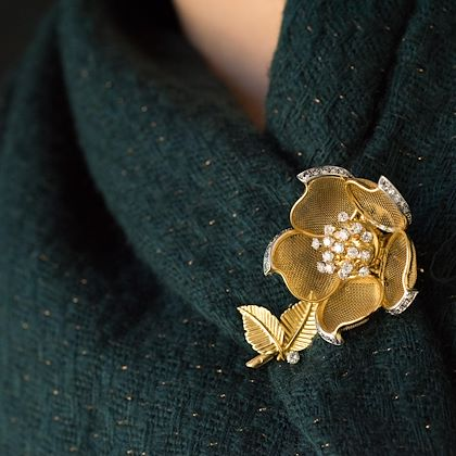 1960s-french-retro-rose-shape-articulated-diamond-yellow-gold-brooch