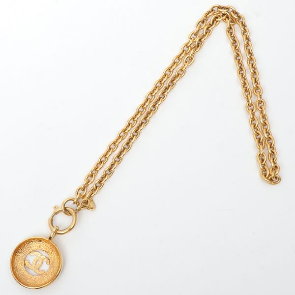 chanel-round-cutout-cc-mark-necklace-3