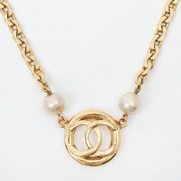chanel-pearl-cutout-cc-mark-necklace
