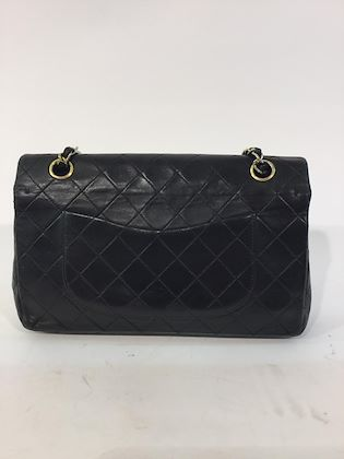 chanel-255-classic-flap-bag-with-gold-hardware-9