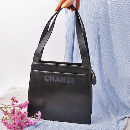 chanel-logo-embroidery-tote-bag-navy-2
