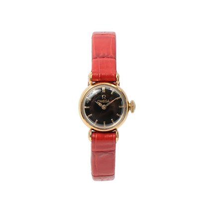 omega-18k-logo-round-face-watch-blackred