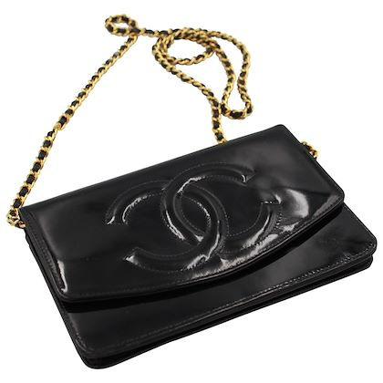 vintage-chanel-wallet-on-chain-in-black-patented-leather