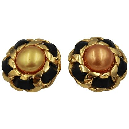 90s-chanel-golden-vintage-earrings-by-victoire-de-castellane-2