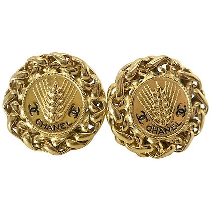 chanel-1980s-gold-plated-clip-on-earrings-2