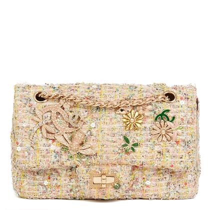multicolour-embellished-tweed-fabric-garden-party-charm-255-reissue-224-flap-bag