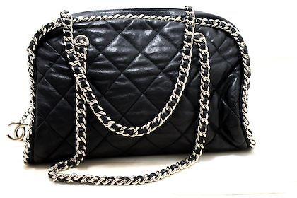 chanel-luxury-line-chain-around-shoulder-bag-black-quilted-zipper