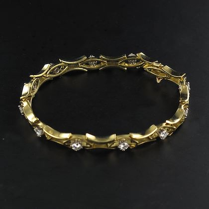135-carat-brillant-cut-diamond-gold-bracelet-2