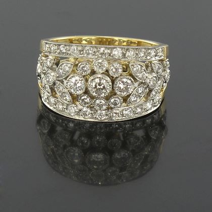 French Floral Motif Diamond Gold Band Ring