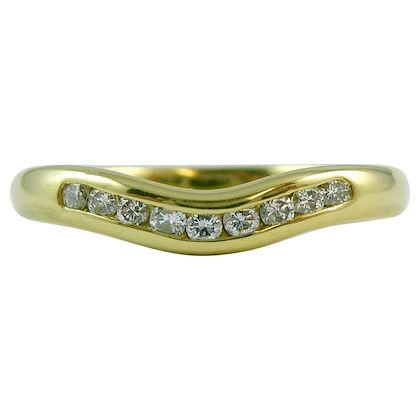 vintage-diamond-ring-in-18-carat-yellow-gold-curved-for-engagement-ring