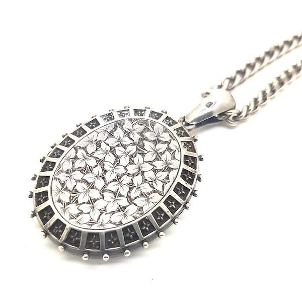 antique-victorian-1876-sterling-silver-large-oval-ivy-locket-necklace