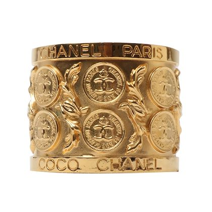 chanel-cc-mark-coin-design-bangle