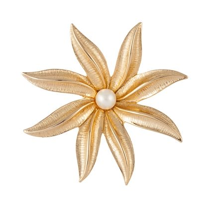 1970s-vintage-sarah-coventry-faux-pearl-flower-brooch