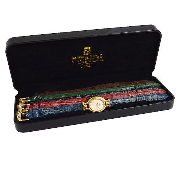 fendi-change-watch-band-quartz-wristwatch-gold