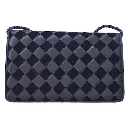 bottega-veneta-intrecciato-shoulder-bag-black-2