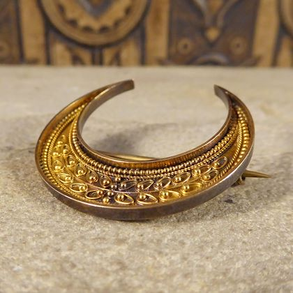 antique-victorian-etruscan-crescent-brooch-in-15-carat-yellow-gold-in-fitted-box