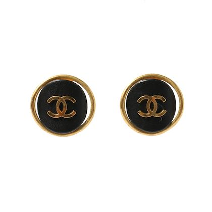chanel-leather-round-cc-mark-earrings-black-2