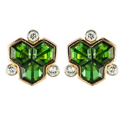 baume-creation-tourmaline-diamonds-18-karat-yellow-gold-stud-earrings