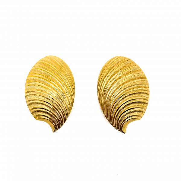 vintage-dior-gold-shell-statement-earrings-1980s