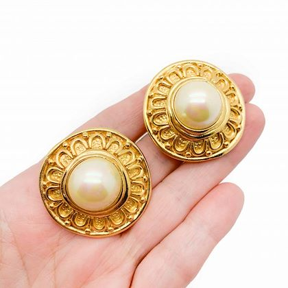 vintage-dior-etruscan-gold-pearl-earrings-1980s