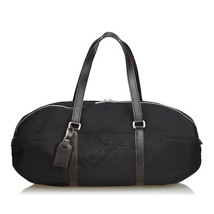 black-louis-vuitton-damier-geant-attaquant-travel-bag