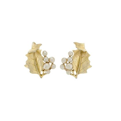 1960s-vintage-trifari-holly-leaf-clip-on-earrings