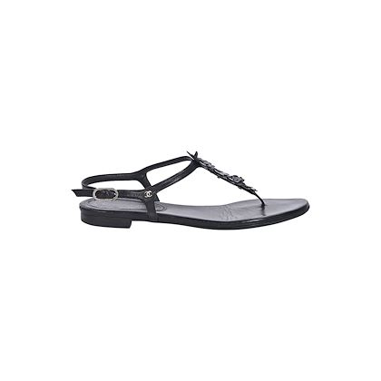 black-chanel-leather-thong-sandals