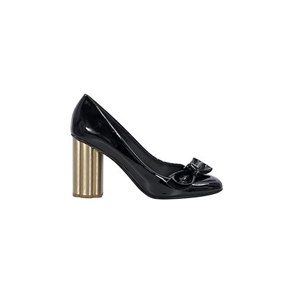 black-salvatore-ferragamo-bow-patent-leather-pumps