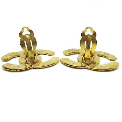 chanel-cc-logos-quilted-earrings-gold-4