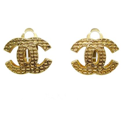 chanel-cc-logos-quilted-earrings-gold-