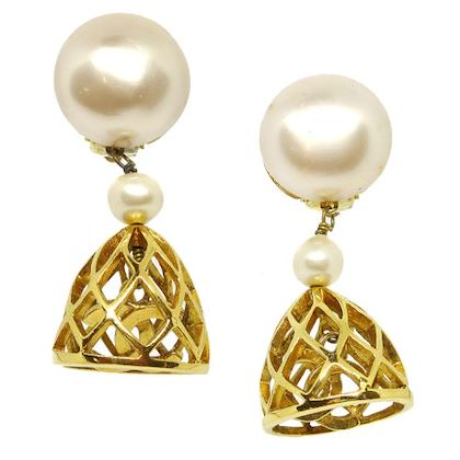 chanel-cc-logos-imitation-pearl-shaking-clip-on-earrings-gold-3